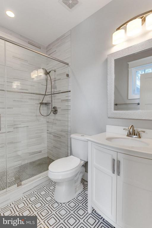 Custom Bathroom in EnSuite Bedroom - 9222 BRIAN DR, VIENNA