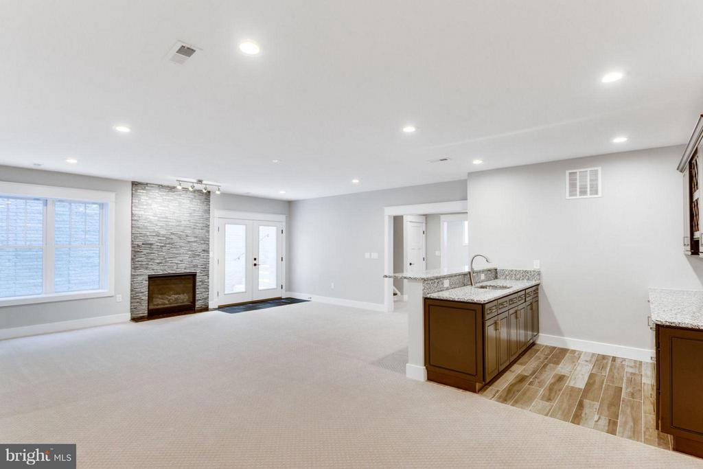 Huge, Light filled Basement with Fireplace - 9222 BRIAN DR, VIENNA