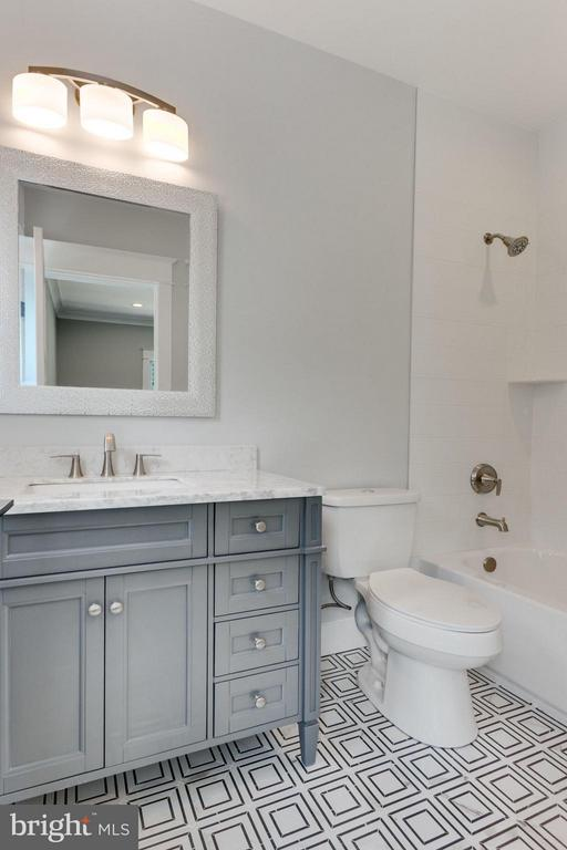 Beautiful Bathroom in EnSuite Bedroom - 9222 BRIAN DR, VIENNA