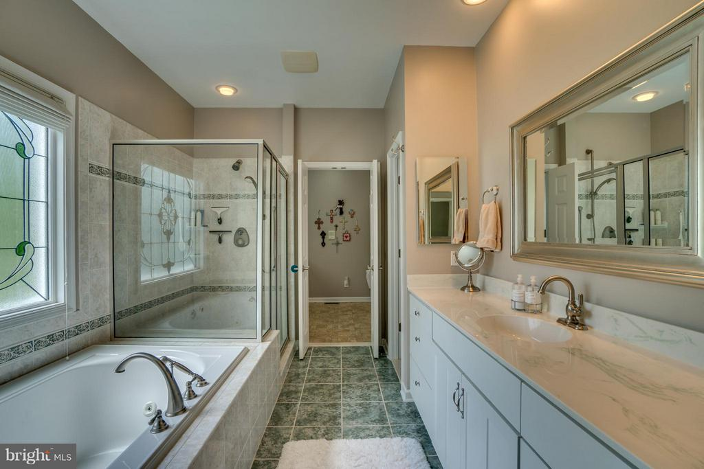 MASTER BATH - 102 HARRISON CIR, LOCUST GROVE