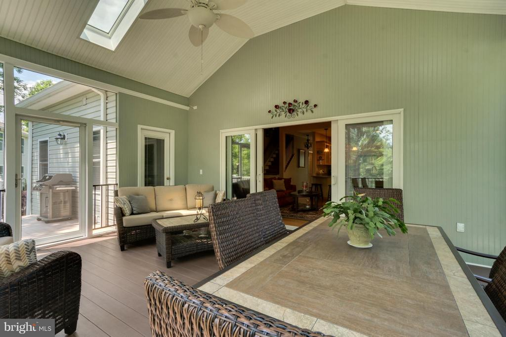PORCH OPENS TO LIVING ROOM - GREAT FOR ENTERTAININ - 102 HARRISON CIR, LOCUST GROVE