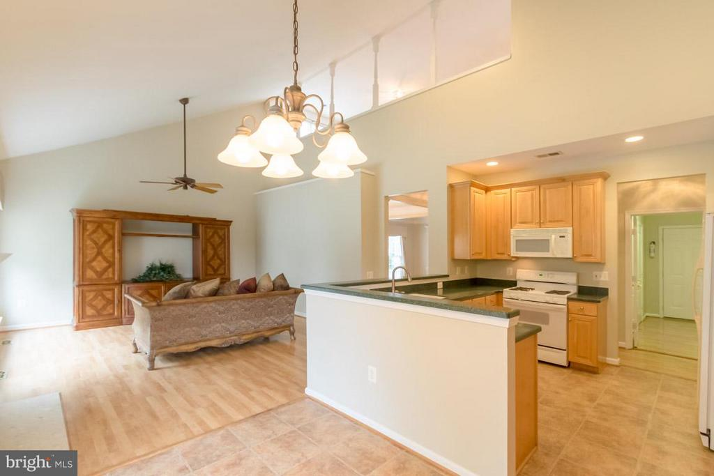 Kitchen with table space - 12165 EDDYSTONE CT, WOODBRIDGE