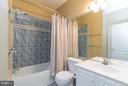 Main level bath - 12165 EDDYSTONE CT, WOODBRIDGE