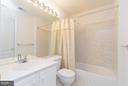 Upper private bath - 12165 EDDYSTONE CT, WOODBRIDGE