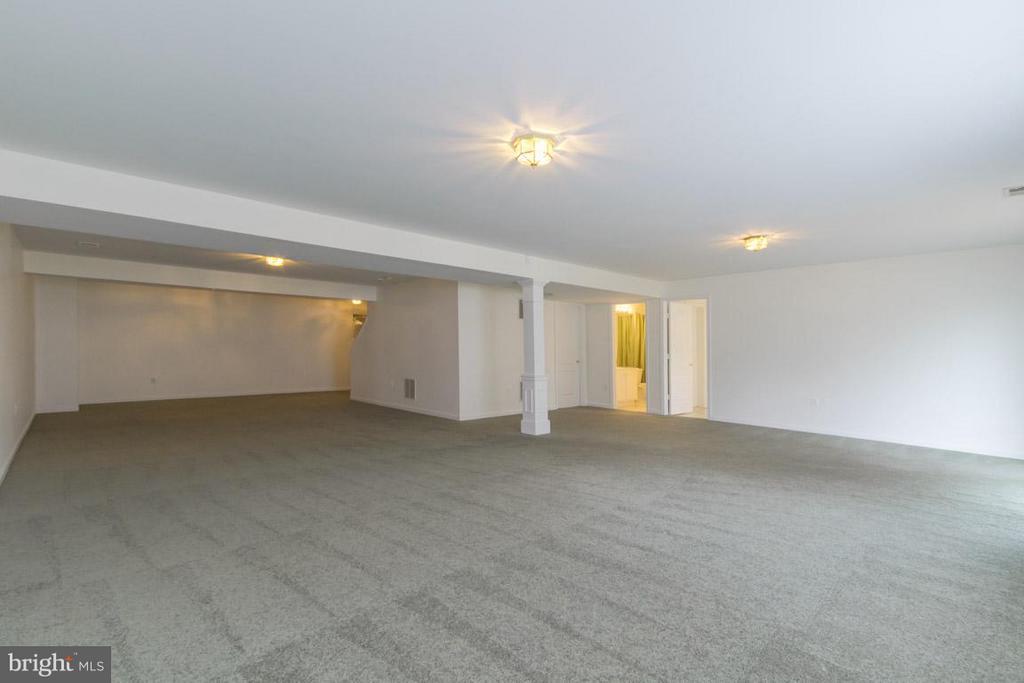 Huge finished basement - 12165 EDDYSTONE CT, WOODBRIDGE