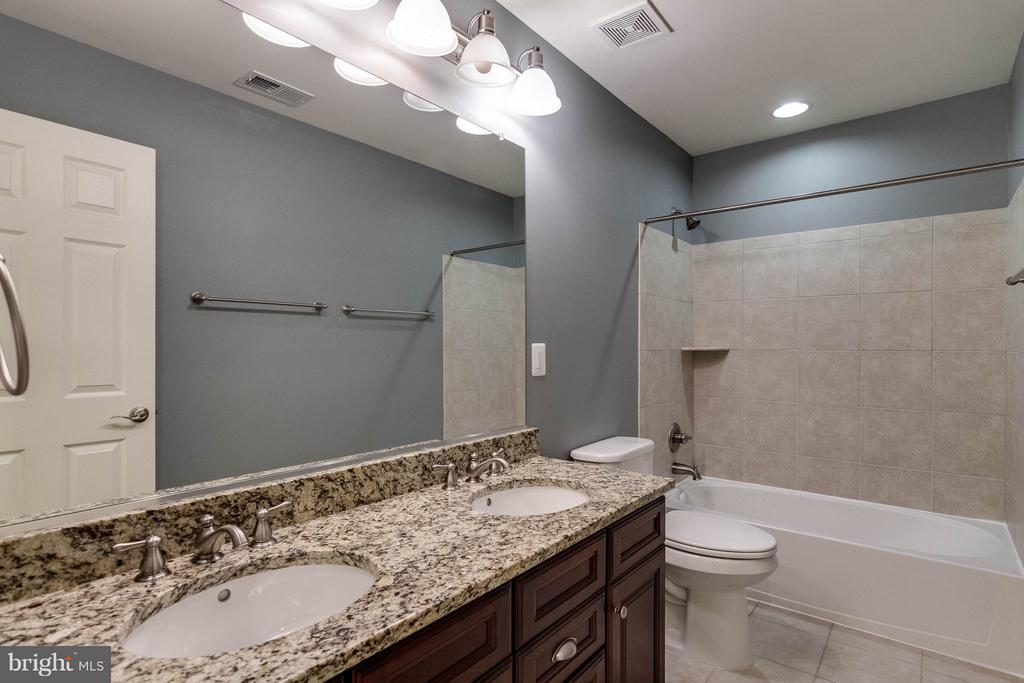 Bath - 6012 FOX HAVEN CT, WOODBRIDGE