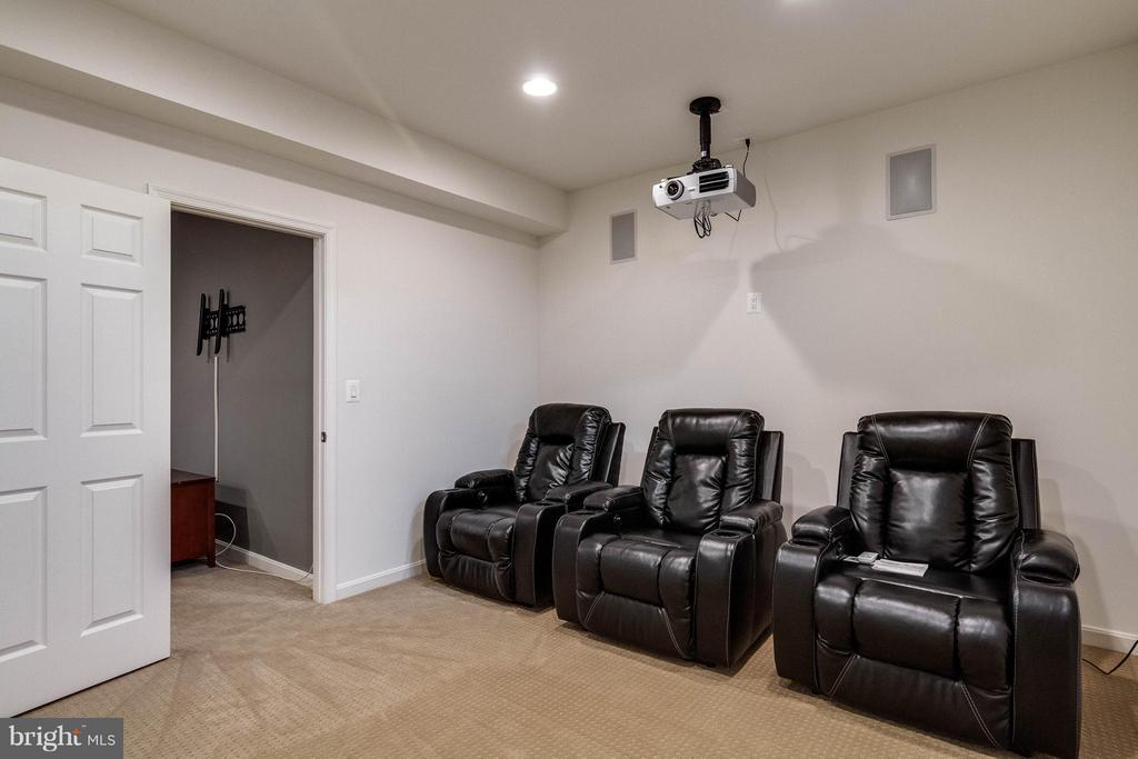 Basement Theater Room Seating - 6012 FOX HAVEN CT, WOODBRIDGE