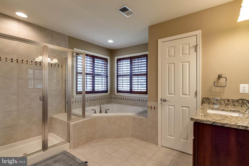 Bath (Master) - 6012 FOX HAVEN CT, WOODBRIDGE