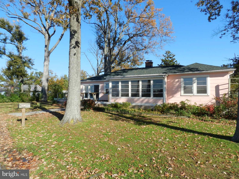 Single Family Home for Sale at 1124 Monroe Bay Avenue 1124 Monroe Bay Avenue Colonial Beach, Virginia 22443 United States