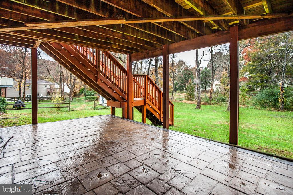 Stamped concrete patio under deck - 103 ERIN DR, STAFFORD