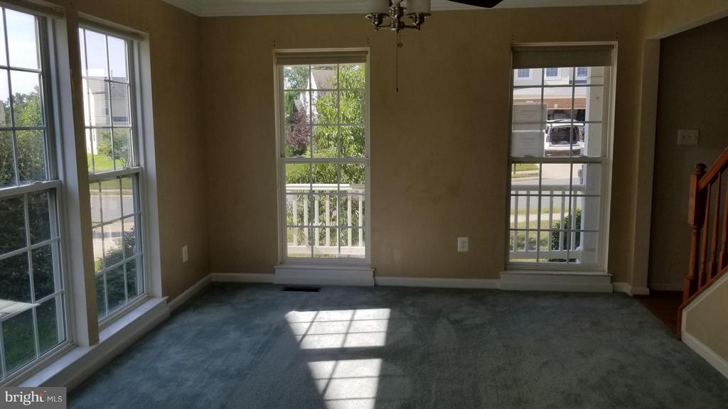 Living Room - 5409 SILVER MAPLE LN, FREDERICKSBURG