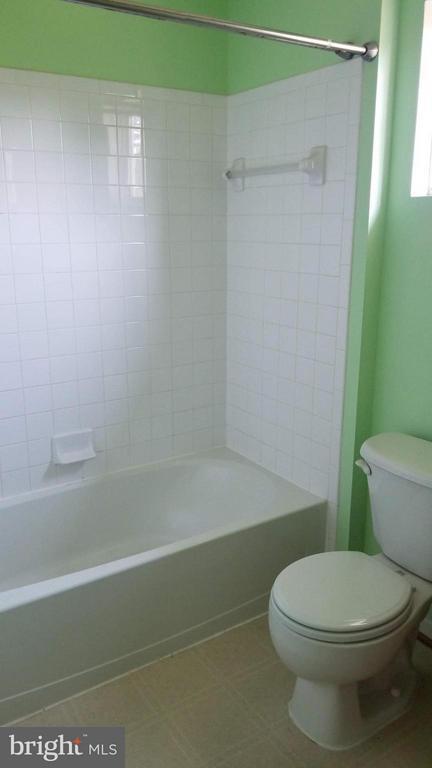 Bath - 5409 SILVER MAPLE LN, FREDERICKSBURG