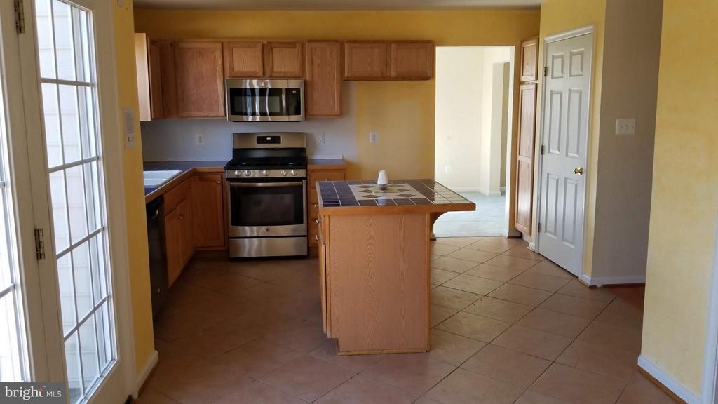 Kitchen - 5409 SILVER MAPLE LN, FREDERICKSBURG