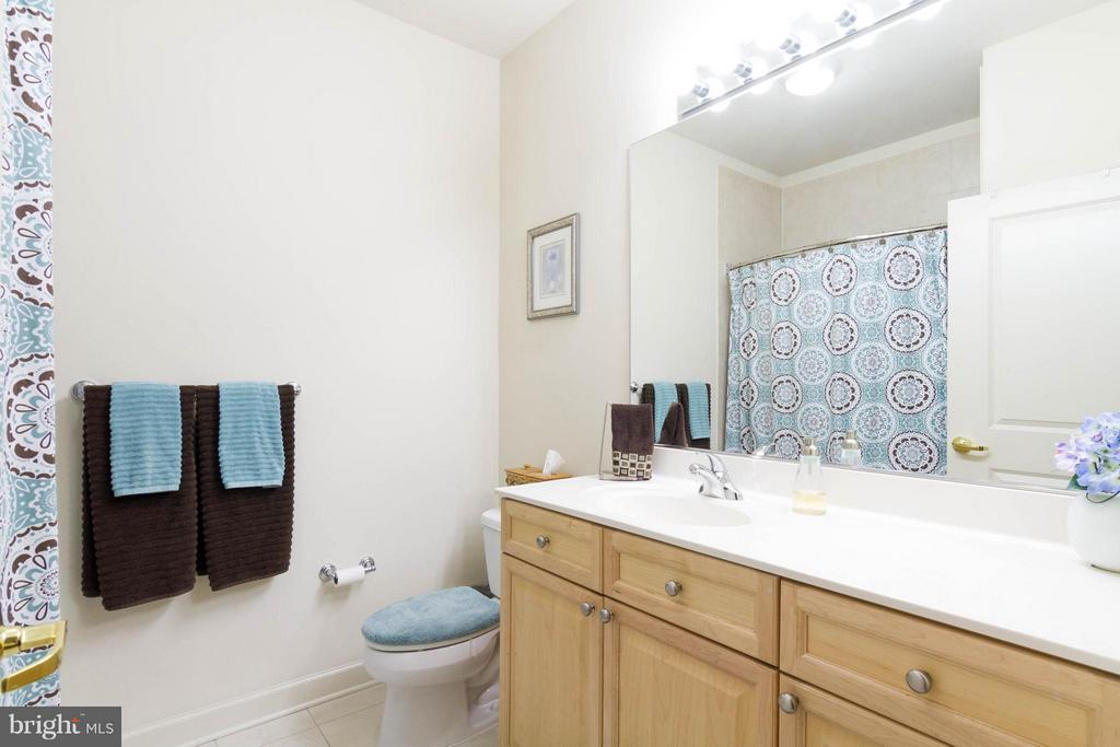 Full Bath #2 - 525 BELMONT BAY DR #103, WOODBRIDGE