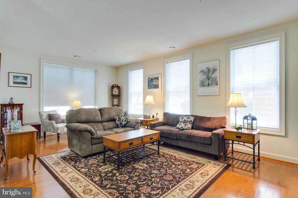 Family Room - 525 BELMONT BAY DR #103, WOODBRIDGE
