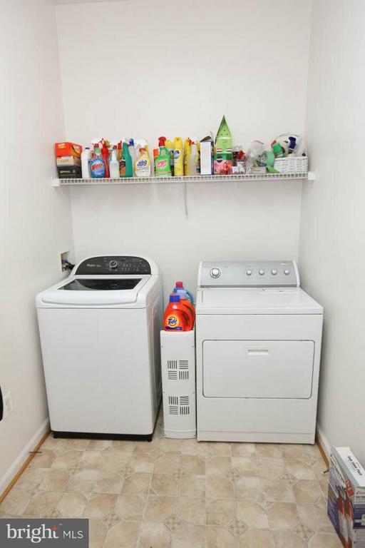 Laundry room showing appliances - 13117 SHINNECOCK DR, SILVER SPRING