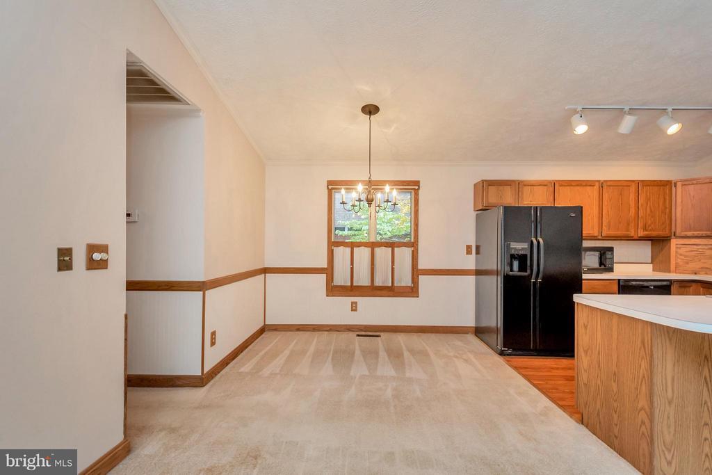 Kitchen - 105 CARRIAGE CT, LOCUST GROVE