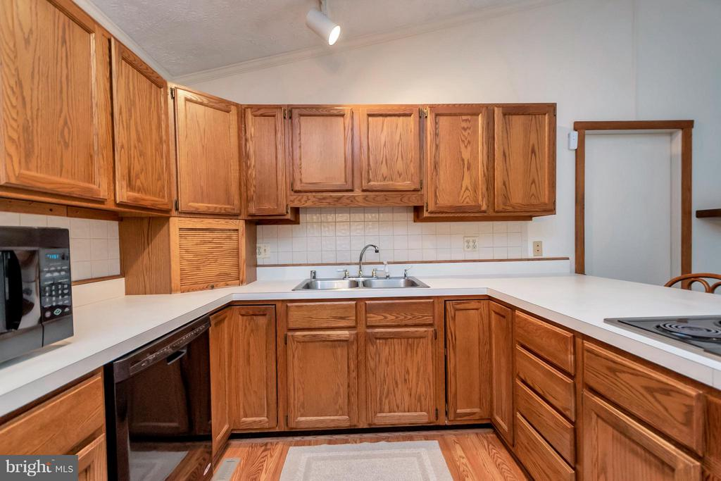 Kitchen - 105 CARRIAGE CT, LOCUST GROVE