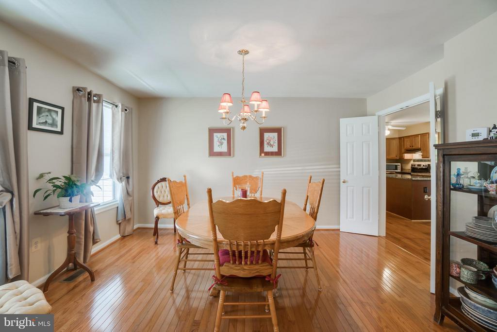 Lovely Formal Dining Room with hardwood flooring - 53 DOROTHY LN, STAFFORD