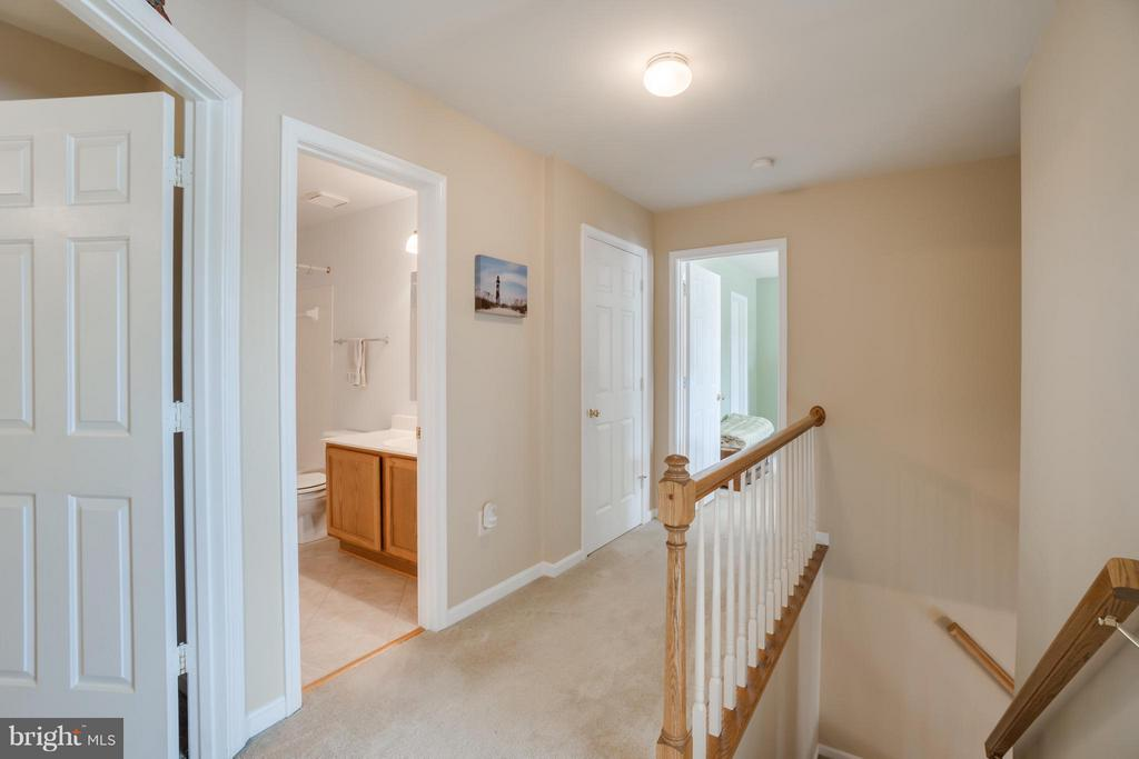 Upstairs Hall - 53 DOROTHY LN, STAFFORD