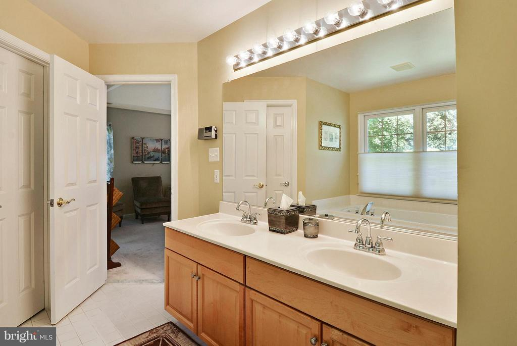 Master Bathroom with Double Bowl Sink - 10106 DECKHAND DR, BURKE
