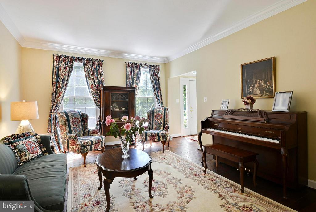 Living Room with new hardwood floors - 10106 DECKHAND DR, BURKE