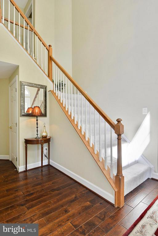 Two Story Foyer - 10106 DECKHAND DR, BURKE