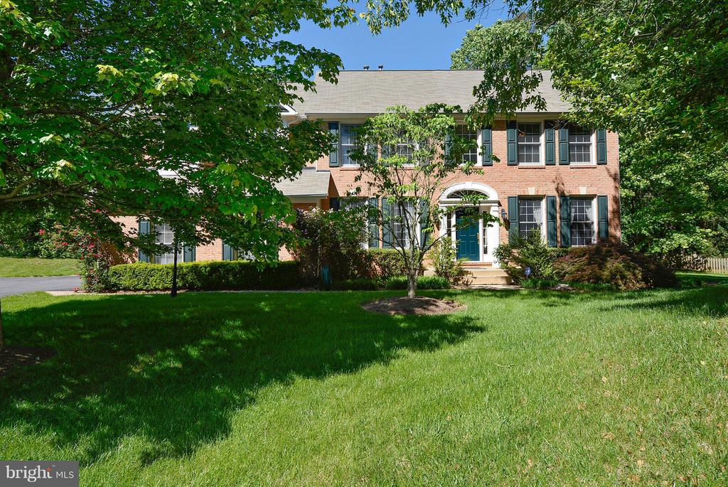 Brick Front Colonial - 10106 DECKHAND DR, BURKE