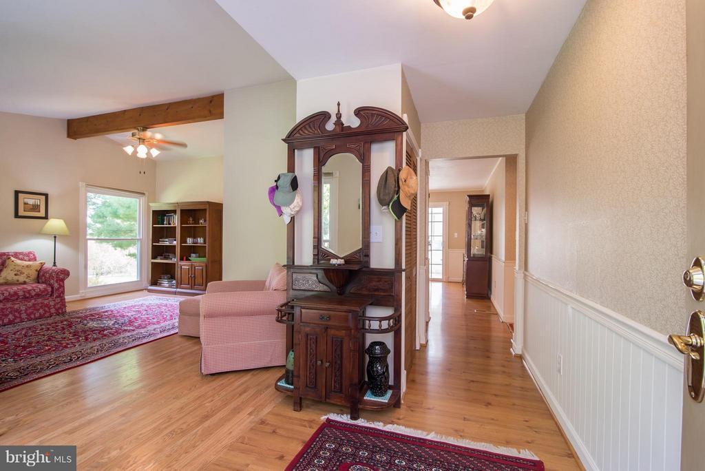 Family room/hall - 192 CHESTNUT LN, BERRYVILLE