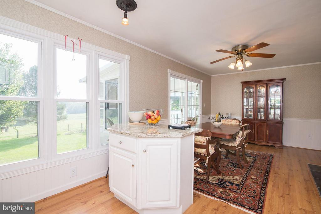 Kitchen into dining area - 192 CHESTNUT LN, BERRYVILLE