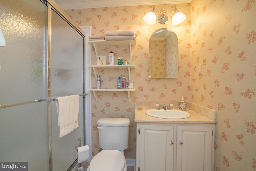 Bath (Master) - 192 CHESTNUT LN, BERRYVILLE