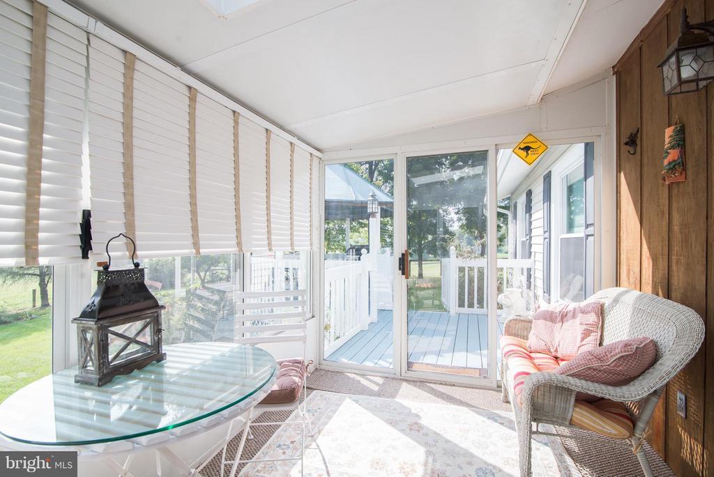 Attached sunroom - 192 CHESTNUT LN, BERRYVILLE