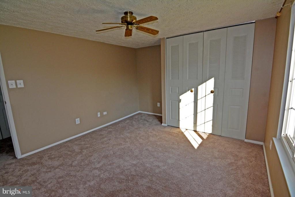 2nd Bedroom with Desk Nook and Ceiling Fan - 7307 BONNIEMILL LN, SPRINGFIELD