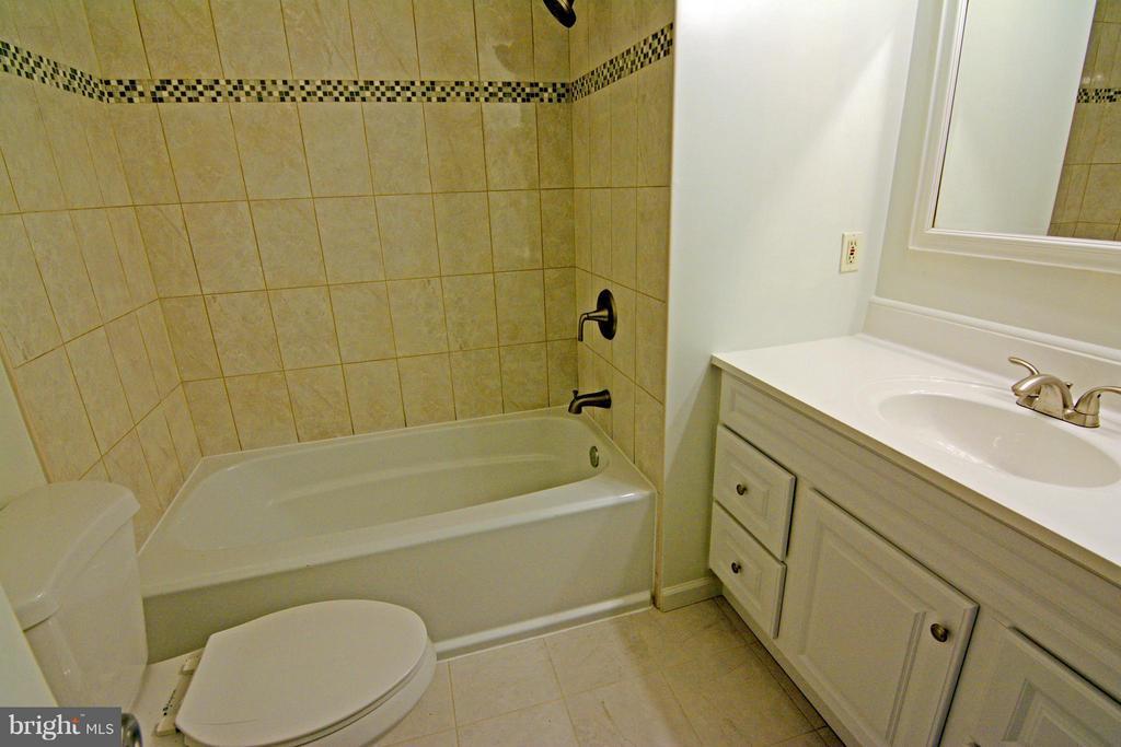 Brand New Upgraded Upper Level Bath - 7307 BONNIEMILL LN, SPRINGFIELD