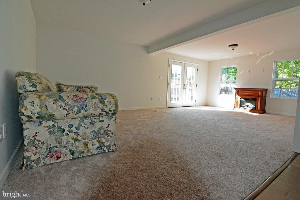 Large Family Room with New Addition - 7307 BONNIEMILL LN, SPRINGFIELD