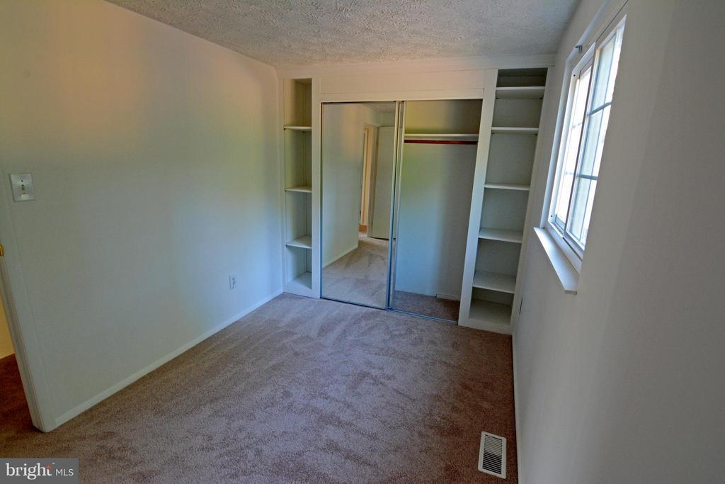 4th Bedroom with Mirror Closet Doors - 7307 BONNIEMILL LN, SPRINGFIELD
