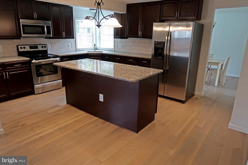 Beautiful Kitchen with Corner Window - 7307 BONNIEMILL LN, SPRINGFIELD