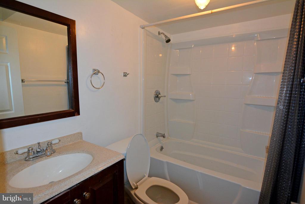 Full Bath in Basement - 7307 BONNIEMILL LN, SPRINGFIELD
