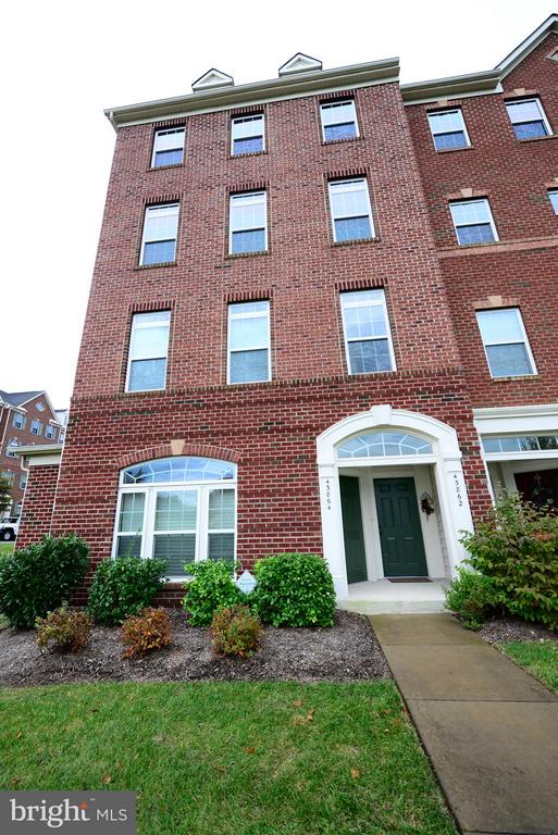 MLS LO10378757 in MORLEY CORNER CONDOMINIU