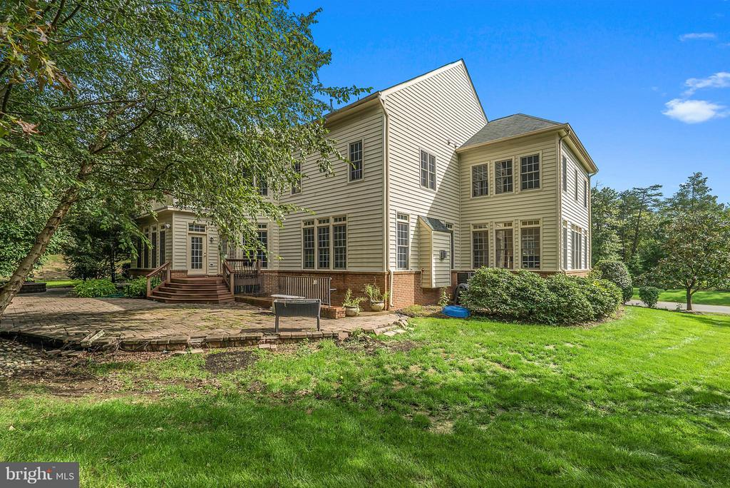 Over 3 Acres - 27429 BRIDLE PL, CHANTILLY