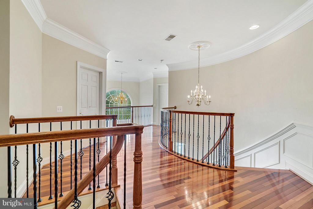 Upstairs - hardwood floors continue! - 27429 BRIDLE PL, CHANTILLY