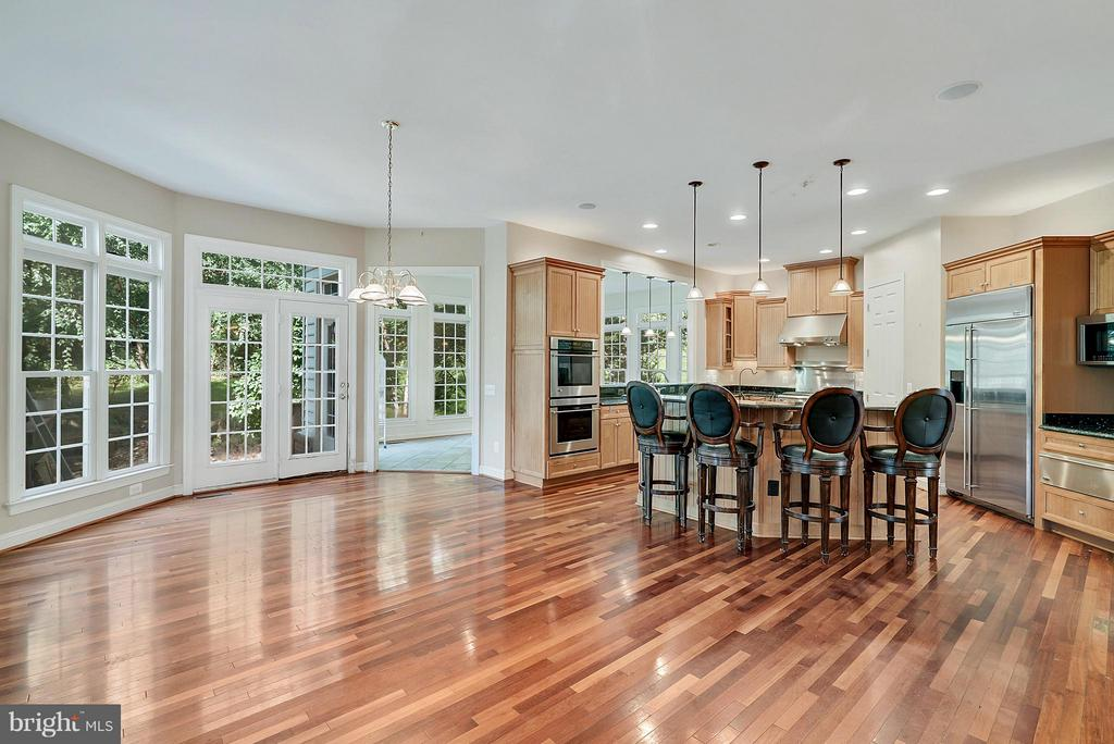 Eat In Kitchen with Island and sunroom - 27429 BRIDLE PL, CHANTILLY