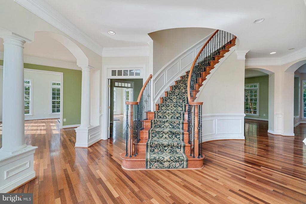 Foyer with Hardwood floors - 27429 BRIDLE PL, CHANTILLY