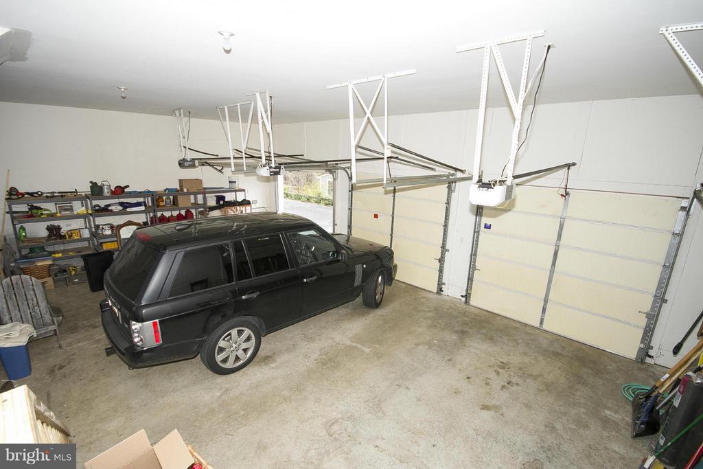 Three car garage - 1023 WAGNER RD, TOWSON