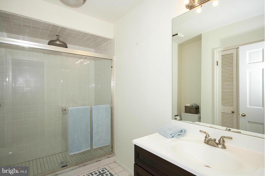 Hall Bathroom - 1023 WAGNER RD, TOWSON