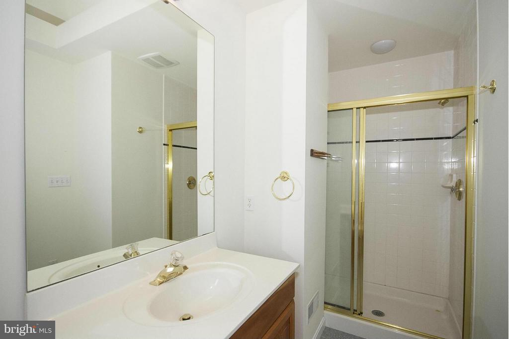 Private bath - 1023 WAGNER RD, TOWSON