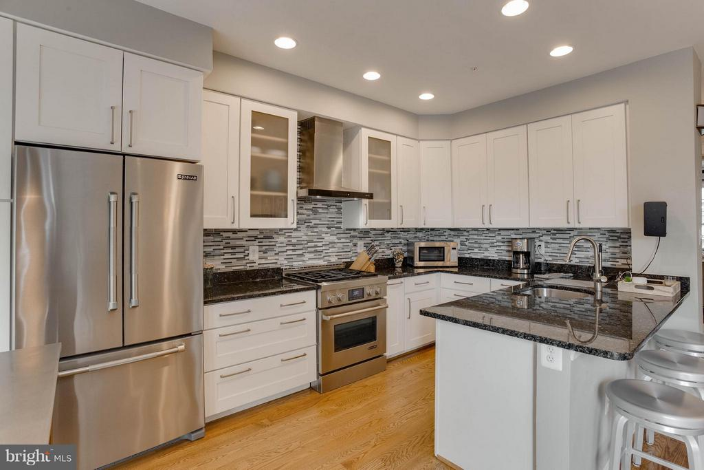 Chef's Kitchen with Wood Cabinets - 3001 FALLSWOOD GLEN CT, FALLS CHURCH
