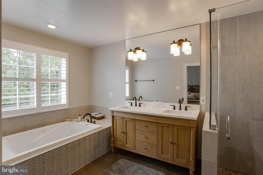 Modern Bathroom with Tub and Shower - 3001 FALLSWOOD GLEN CT, FALLS CHURCH