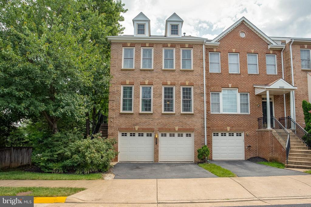 Beautiful Brick End Unit with 2 Car Garage. - 3001 FALLSWOOD GLEN CT, FALLS CHURCH