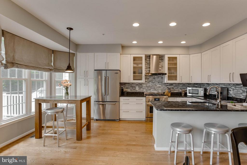 Fully Renovated in 2015. Granite Counters and SS - 3001 FALLSWOOD GLEN CT, FALLS CHURCH